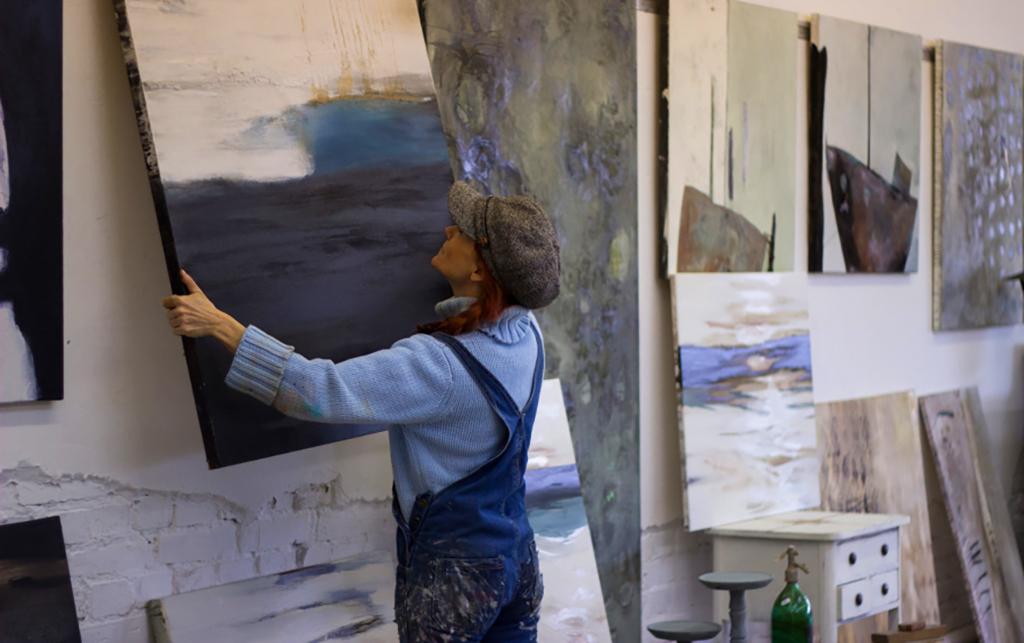 Atelier-und-KuenstlerinGlSKCMdb2743t